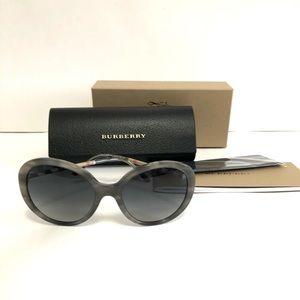 BNWT Burberry oversize sunglasses